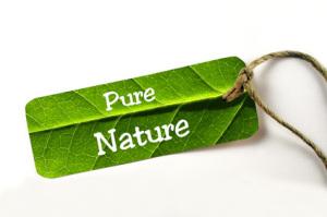 """""""Pure Nature"""" - Schild mit Kordel auf weiß isoliert"""